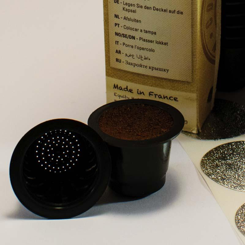 mettre le café moulu dans la capsule capsul'in